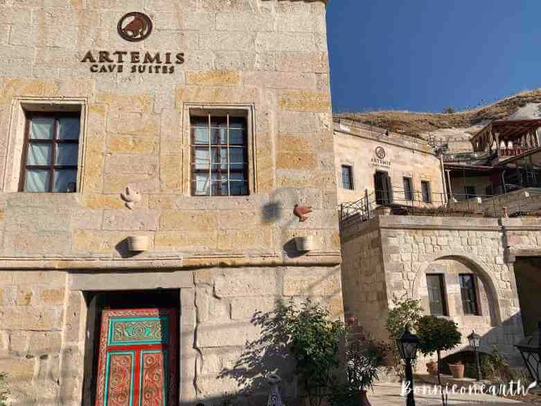 阿耳忒彌斯洞窟酒店Artemis Cave Suiteslobby陽台